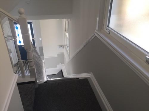 maľovanie okolo schodov